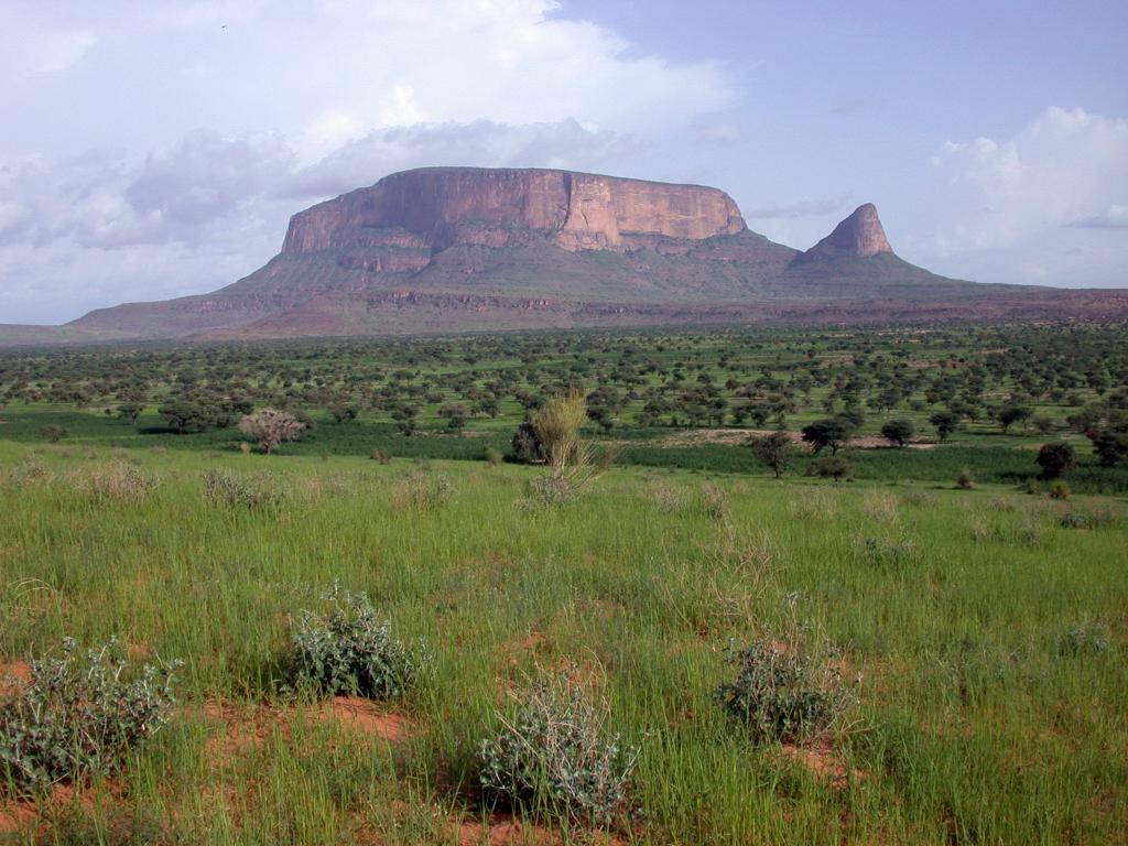Le site de Hombori pendant la saison des pluies (Mali)