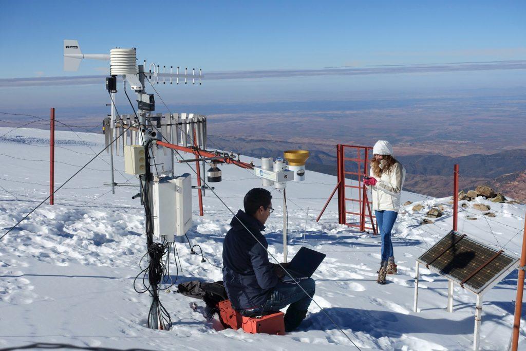 Station météorologique au sommet de l'Oukaimeden (3200m) dans le Haut-Atlas occidental.