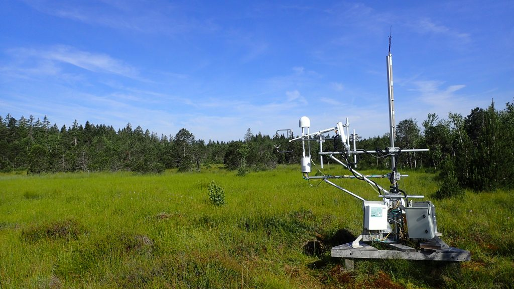 Station de mesure eddy covariance à la tourbière de Frasne pour le suivi sur le long terme des flux de gaz à effet de serre.